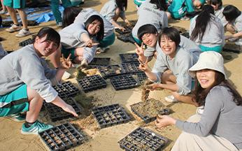 生徒たちによる「天然芝プロジェクト」