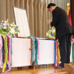 【2月】 「安全」と「平和」を祈る日 黙祷を捧げる西村清 理事長・校長